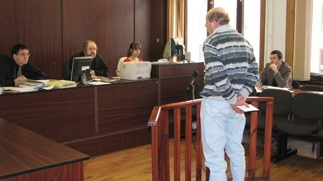 SVĚDEK. Před soudem vypovídal i svědek  Ladislav, který Janečka a Němečka převezl přes policejní kontrolu v Plzni. V té době ještě nevěděl, že právě po nich policie usilovně pátrá.