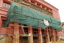 Oprava schodů a balkonu před hlavním vstupem do Hornického domu Sokolov