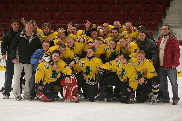 Junioři HC Baník Sokolov si mohli po utkání vychutnat radost z návratu do první ligy