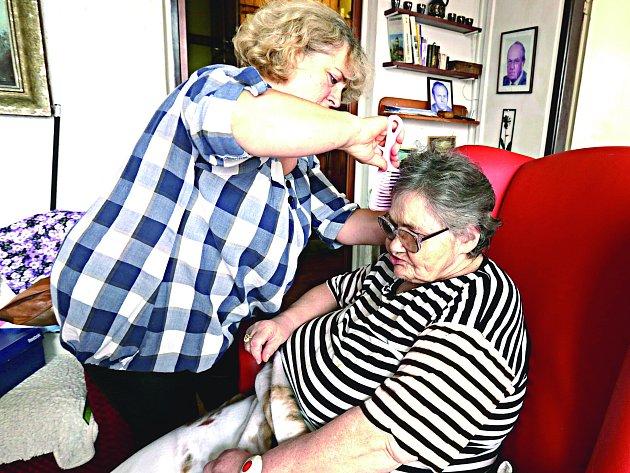 MOBILNÍ SLUŽBA PETRKLÍČ začíná fungovat v Karlovarském kraji. Zahrnuje pomoc například při sebeobsluze, hygieně, podání jídla či úklidu seniorům či handicapovaným.