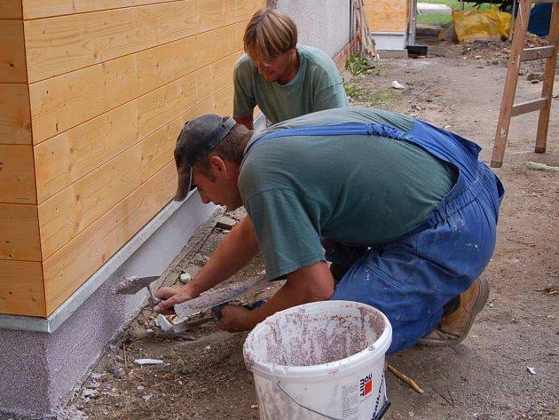 Stavební ruch byl pro klienty zpestřením.