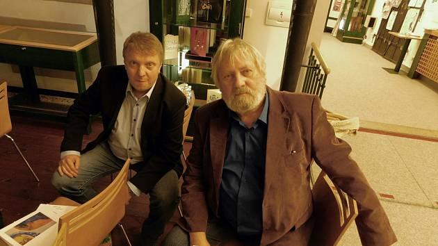 Otec a syn Hodných.