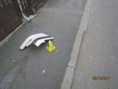 Řidič neznámého vozu srazil značku a ujel.