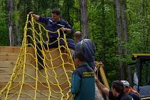 Stavba překážky na závod Bahňák