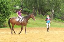 Den koní a dětí v Boučí 2014 - ukázka výcviku dětí na táborech.