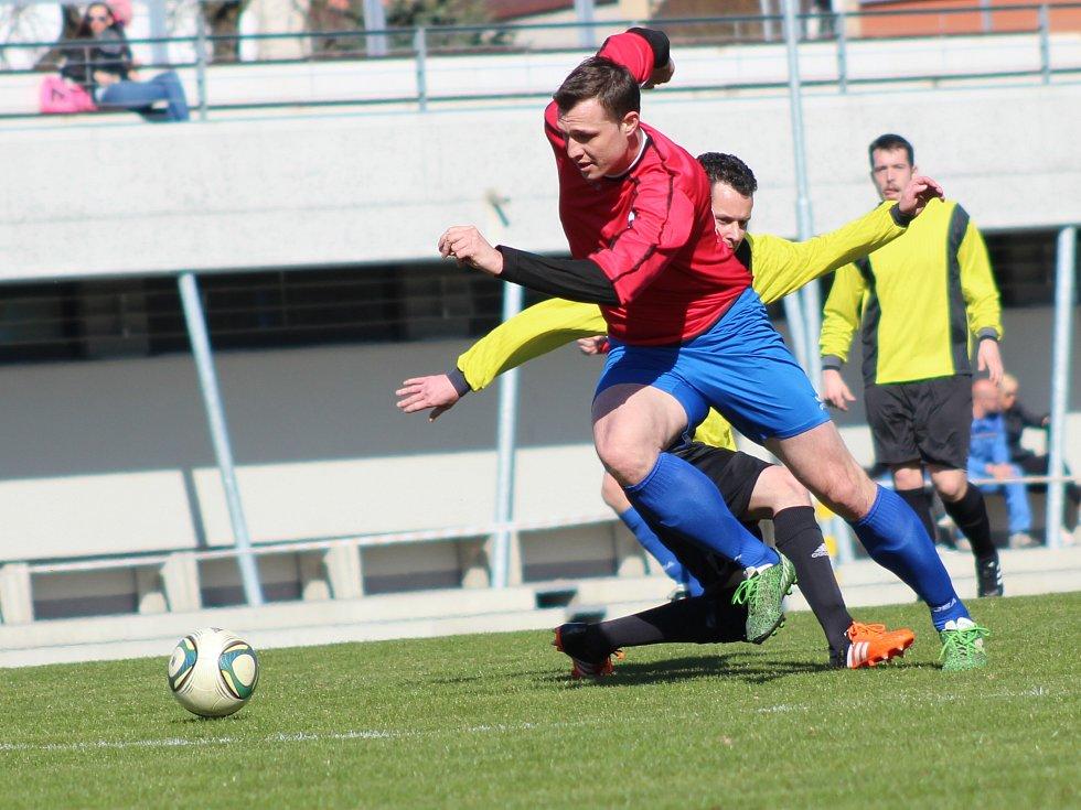 Fotbalový okresní přebor mužů Sokolovska, Spartak Chodov B - Baník Svatava (v červeném)