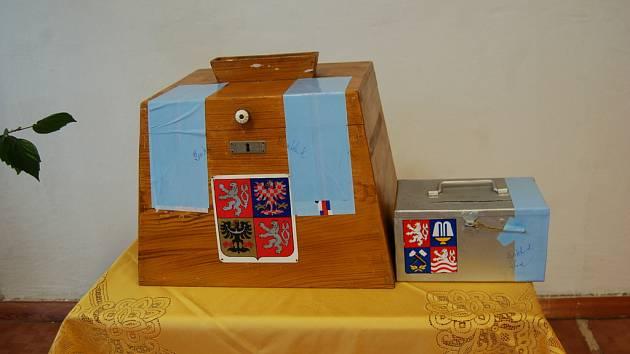 Volební urna z první republiky z dílny přebuzského truhláře.
