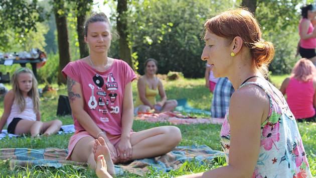 Vegget piknik u řeky v Kynšperku.