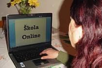 INTERNETOVÝ systém Škola Online na sokolovském gymnáziu vyvolal poměrně velkou diskusi. Zdejší studenti dokonce na svých webových stránkách založili petici a vystoupili proti používání této aplikace.