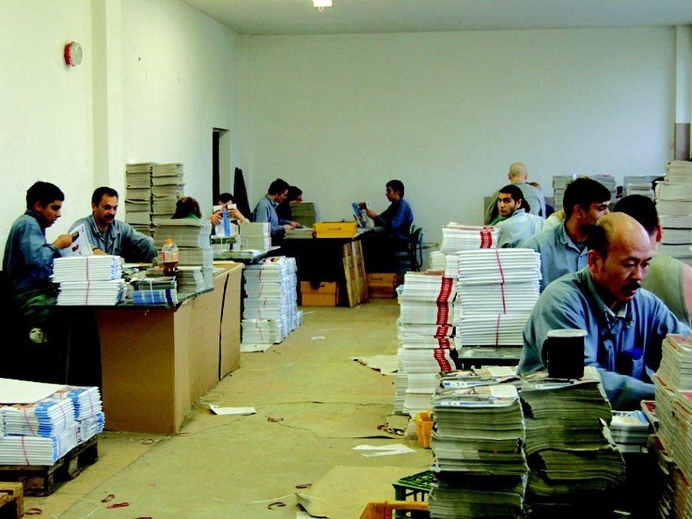 Po prvních kontrolách našli v ky¨nšperské věznici dva mobily. Kontroly ještě posílí