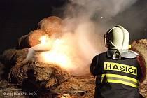 S OHNĚM bojovali hasiči v Krásně tři hodiny.