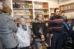 Na nábřeží Petra Bezruče otevřela Farní charita Sokolov nový Tříkrálový krámek.