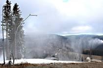 Skicentrum v Bublavě v týdnu díky mrazům zasněžovalo. Trápí ho nedeostatek vody.
