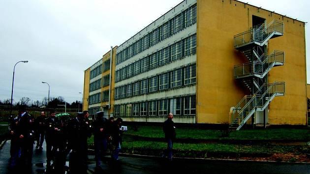 Kynšperská věznice nejspíše odstoupí od smlouvy s firmou, která měla dodat rušičky mobilního signálu.