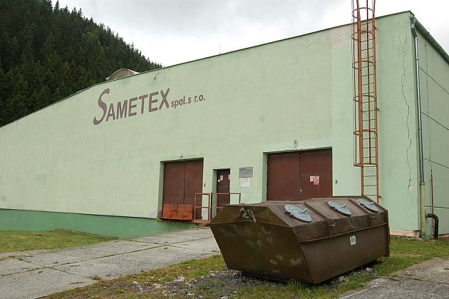 SAMETEX v Kraslicích, který má ve městě dvě výrobny, unikl úpadku.