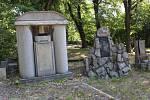 Jako první prochází obnovou hrobka průmyslníka Gasche.