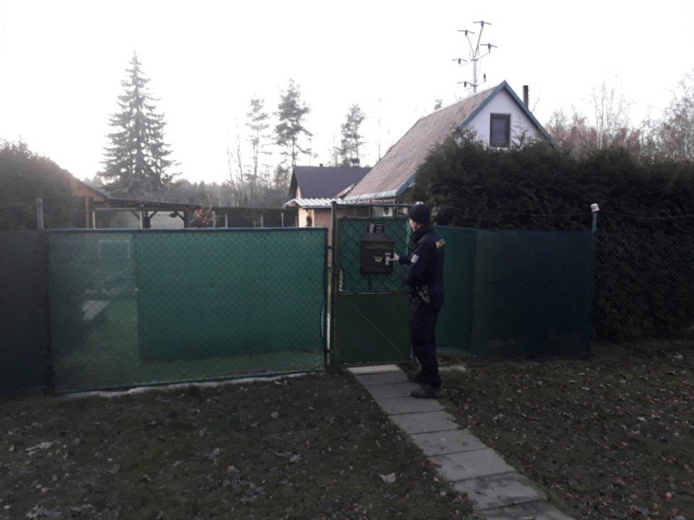 Policisté kontrolovali na Sokolovsku chaty a zahrady.