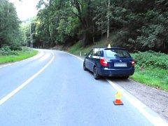 Řidička narazila do auta, to z místa nehody odjelo.