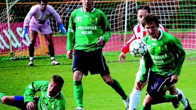 Sokolovští druholigový fotbalisté porazili v sobotu na domácím hřišti překvapivě favorita Viktorii Žižkov 2:1.