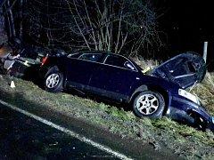 Nehoda tří aut uzavřela silnici ve Starém Sedle.