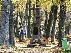 Hřbitov v Chodově.