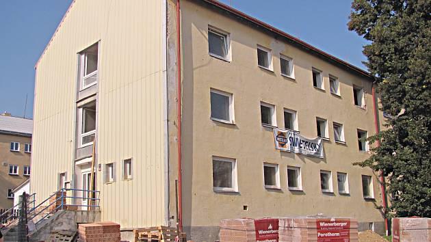 Po přestavbě bude z objektu bývalého dětského domova kompletně bezbariérový komunitní dům seniorů.