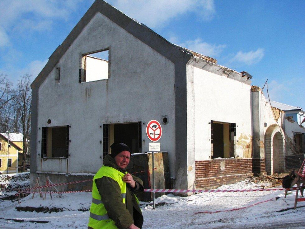 Demolice bývalé pivnice ve Vintířově.
