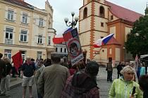 Lidé demonstrovali i v Sokolově na Starém náměstí