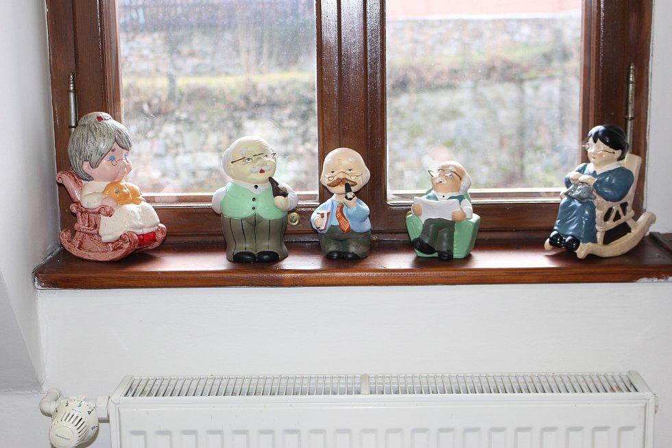 Část své sbírky kasiček vystavuje teď Jiřina Siváková v muzeu v Horním Slavkově.