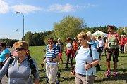 Do akce Rozchodíme civilky se letos v Sokolově zapojilo na sedm desítek účastníků.