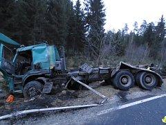 Nákladní auto je po nehodě na odpis.