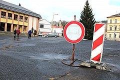 NA NÁMĚSTÍ T.G.M. v Kraslicích už je vjezd zakázán, město zvažuje, jak ho proměnit.