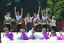 Školáci rozezpívali amfiteátr.