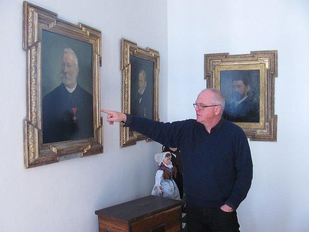 Šestice historických portrétů zdobí loketskou radnici