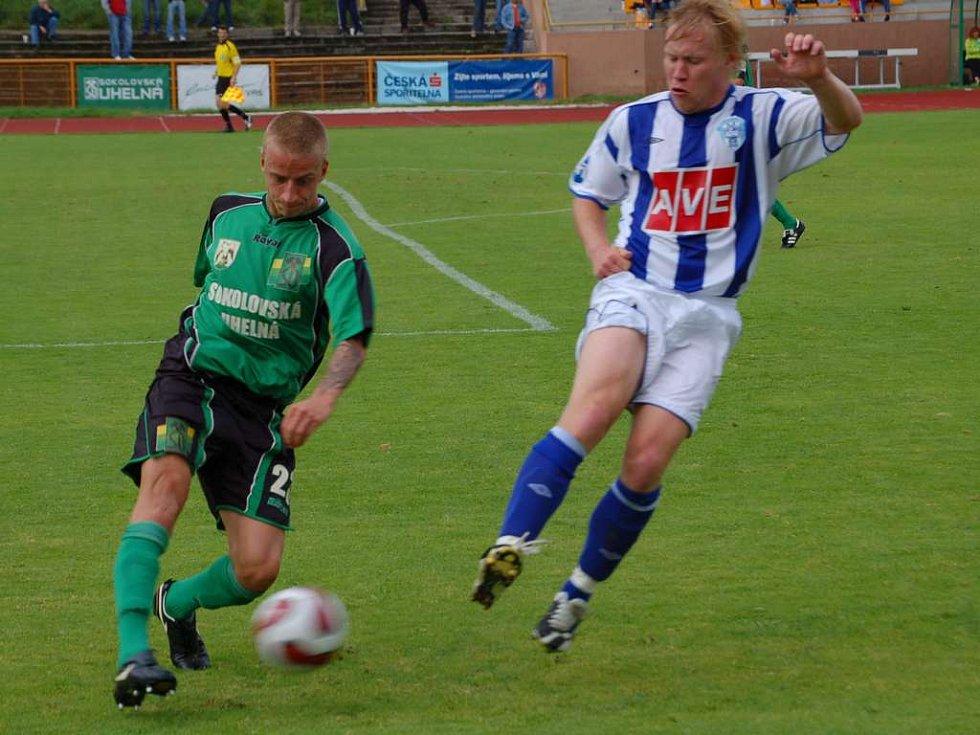 Obránce Baníku Martin Novák (vlevo) odehrál v sobotu proti Čáslavi jen poločas.