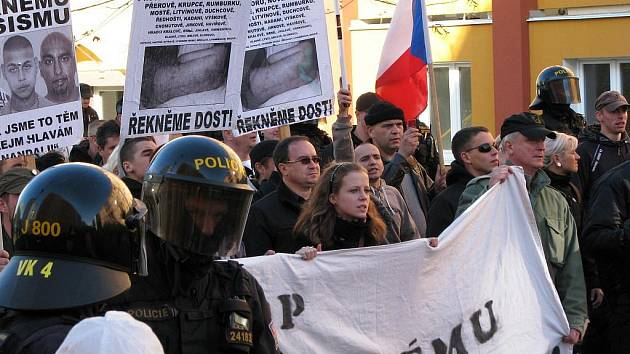 POCHOD RADIKÁLŮ pobouřil Romy ze Sokolovska. Do ulic Rotavy proto vyjdou protestovat.