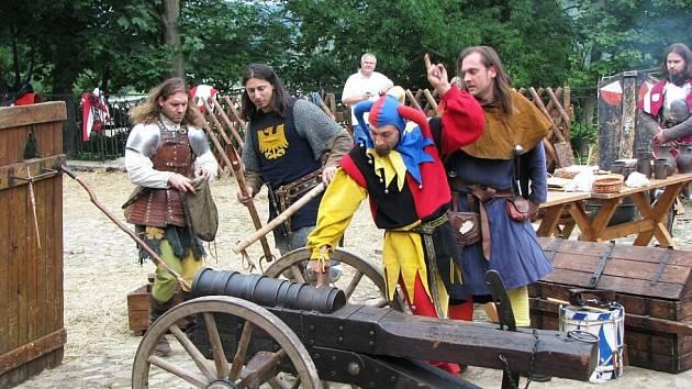 Středověké slavnosti Karla IV. pořádá o víkendu hrad Loket.