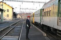 ŽELEZNIČNÍ STANICE. Vlakové nádraží v Sokolově čeká kompletní přestavba. Současné nástupiště se zvýší a tím umožní cestujícím bezpečnější a snadnější nastupování.