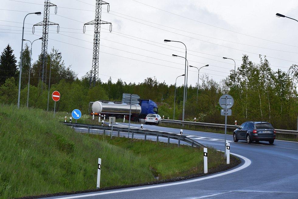 Průtah Karlovy Vary, nájezd směrem od Varyády. Za poslední dva roky zde bylo 12 nehod s 1 zraněním.
