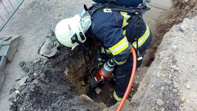 Hasiči zasahují u úniku plynu v Bublavě na Sokolovsku.