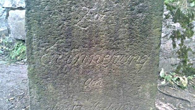 TAJEMNÝ pomník v Lokti s datem 13. 7. 1818.