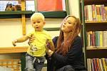 Bookstartový klub pro maminky s dětmi od 1 do 3 let se konal v Lokti  i o prázdninách.