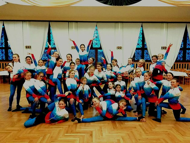 Na mistrovství světa vyrážejí tanečnice vnových soupravách.