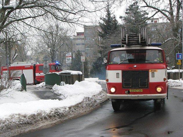 MOST V CENTRU CHODOVA sousedí s hasičskou zbrojnicí. Během rekonstrukce průtahu by měly mít záchranářské vozy volný průjezd.