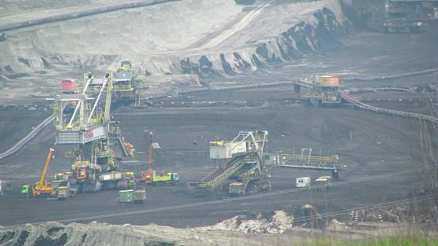 SOKOLOVSKÁ UHELNÁ vydá za emisní povolenky v letošním roce 300 milionů korun. Na snímku lom Jiří.