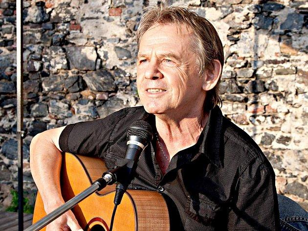 Muzikant z Lokte Vojta Kiďák Tomáško slaví 16. dubna 70. narozeniny.