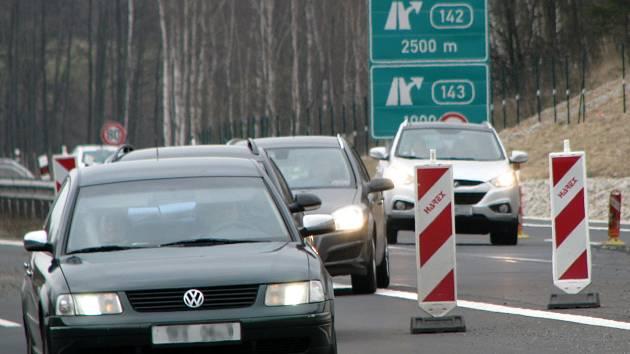 Rychlostní silnice R6 u Sokolova.
