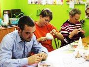 V sociálně terapeutických dílnách vyrábějí klienti spoustu krásných věcí.