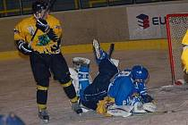 I. liga juniorů: HC Baník Sokolov - PZ Kladno (v modrém)