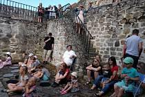Velká Eliščí slavnost se v případě pěkného počasí koná na loketských hradbách a v baště pod hotelem Ferdinand.